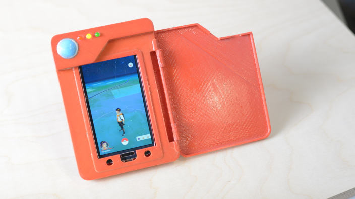Pokemon Go, giocatore realizza una cover a forma di Pokedex